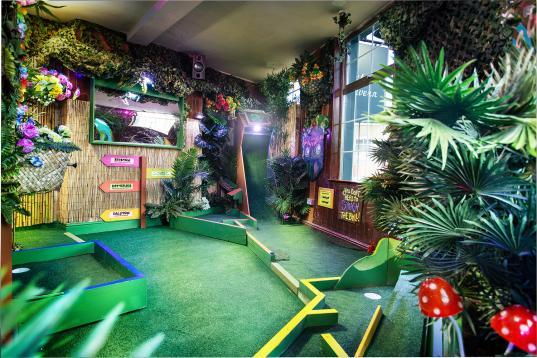 Plonk Crazy Golf Islington