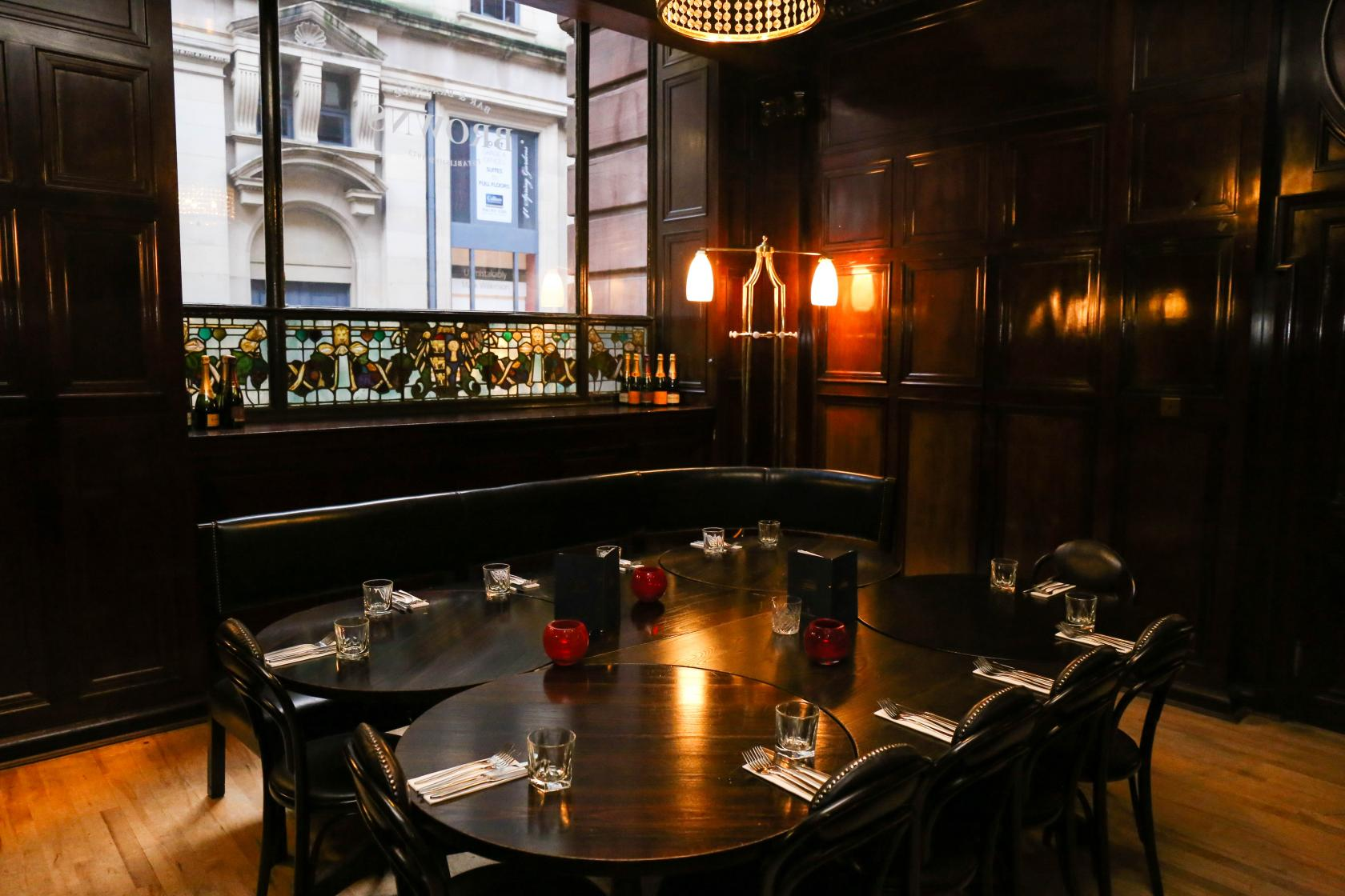Book private dining room at browns brasserie bar for Best private dining rooms manchester