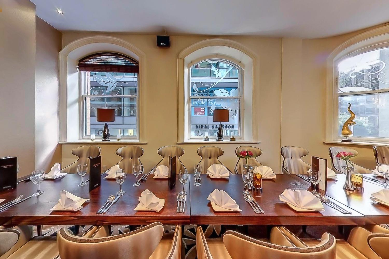 Book private dining room at chaophraya manchester tagvenue for Best private dining rooms manchester