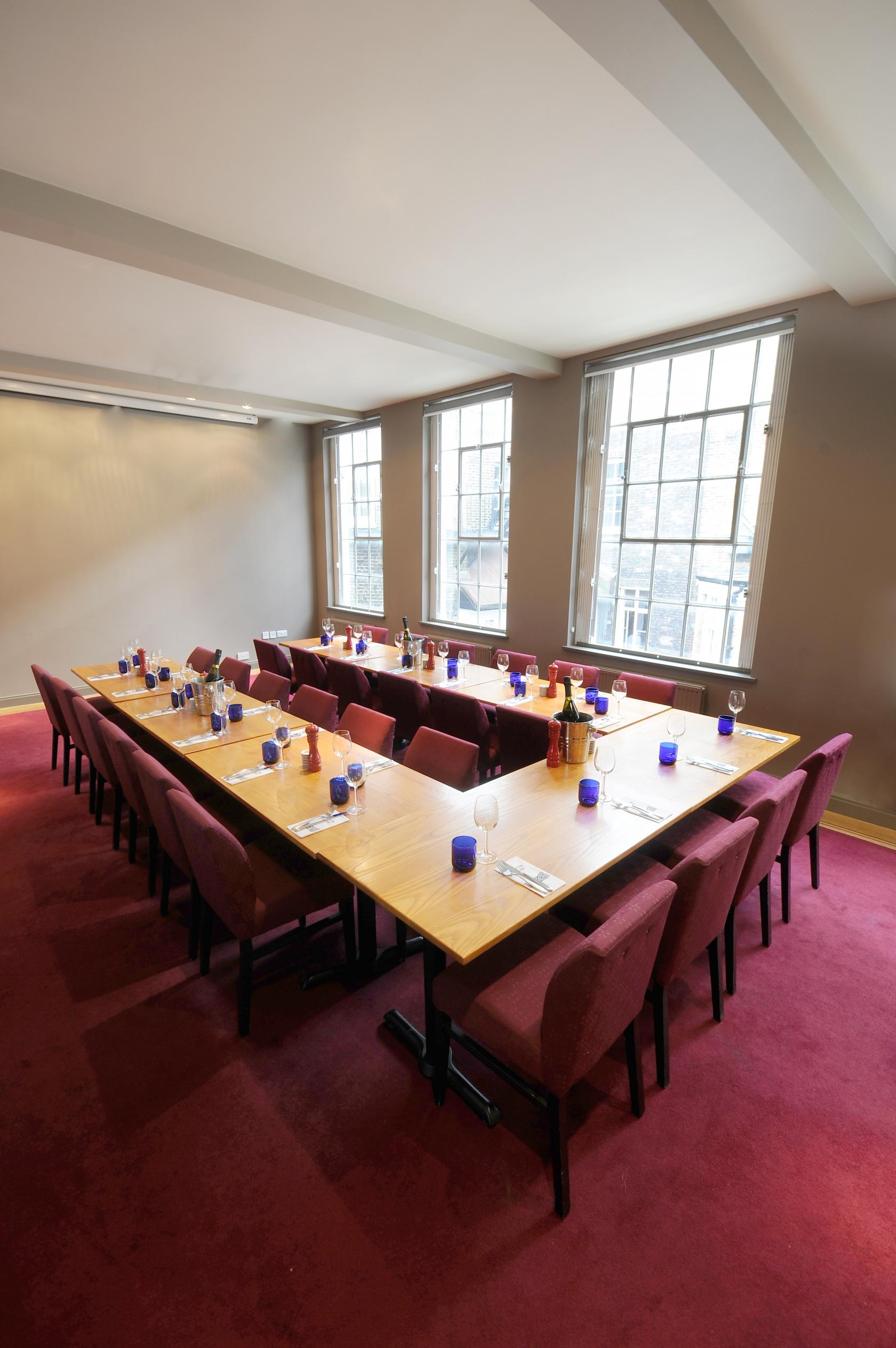 Book second floor dining room at pizzaexpress bruton place for Best private dining rooms central london