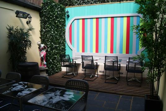Lounge Bar and Garden