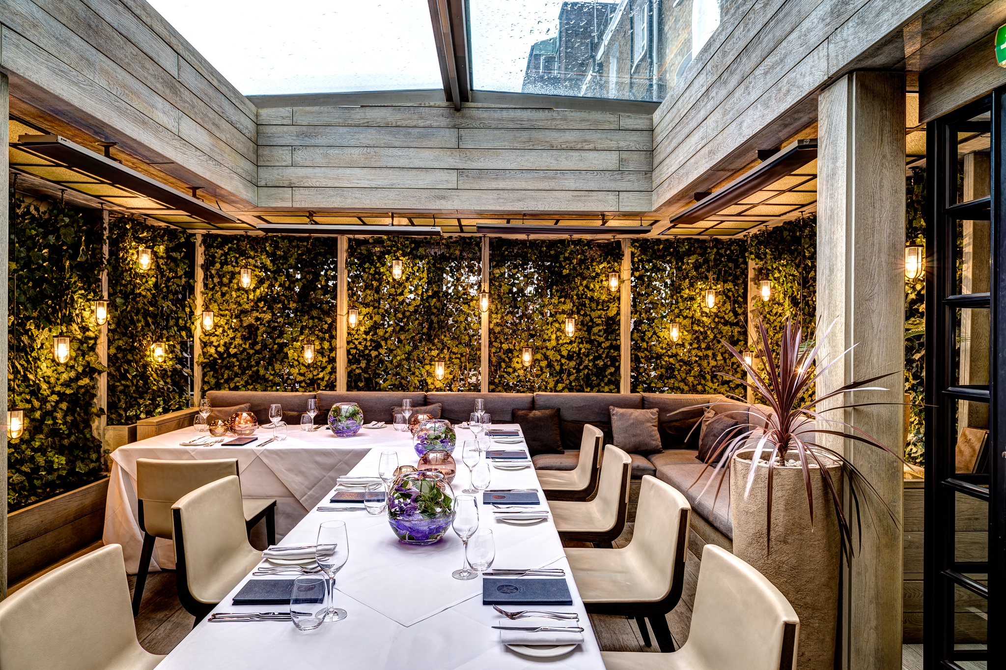 Book the garden terrace at the hari tagvenue for Terrace hotel london
