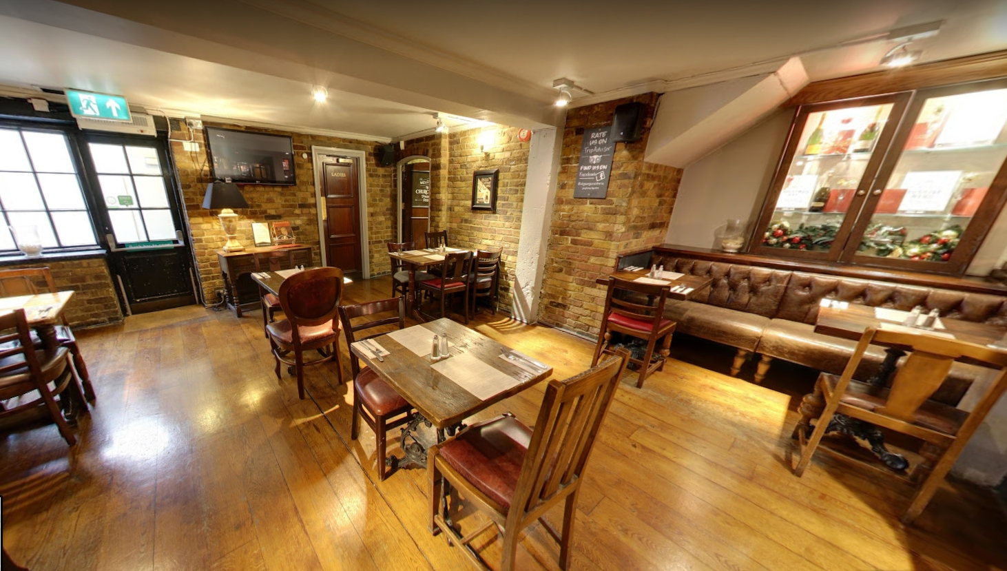 Book churchill 39 s dining room at st georges tavern tagvenue for Best private dining rooms central london