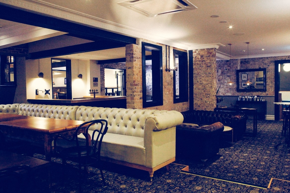 book the loft bar at the nag s head hotel tagvenue rh tagvenue com